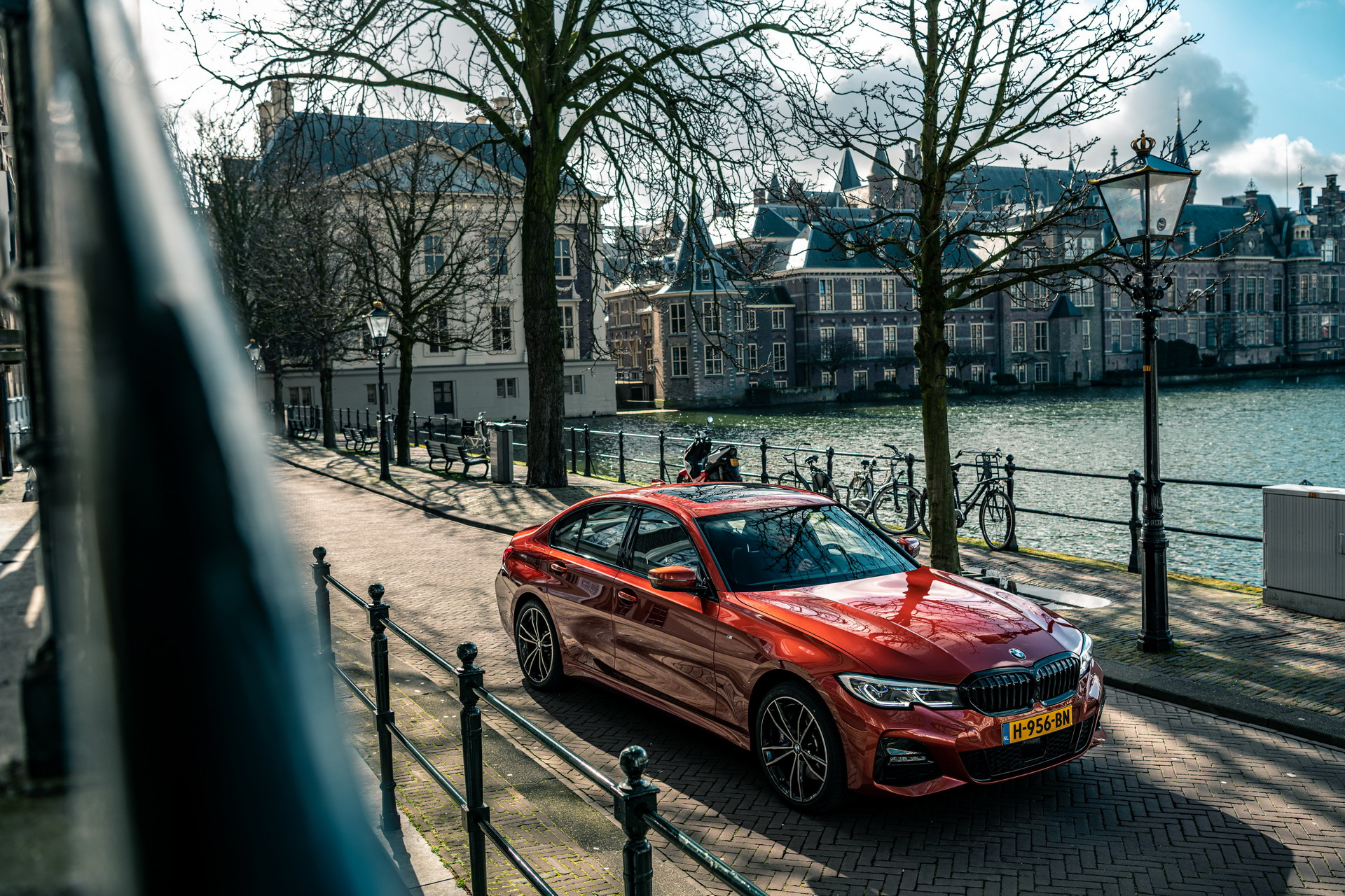 The new BMW 330e in the BMW eDrive Zones in G4 8