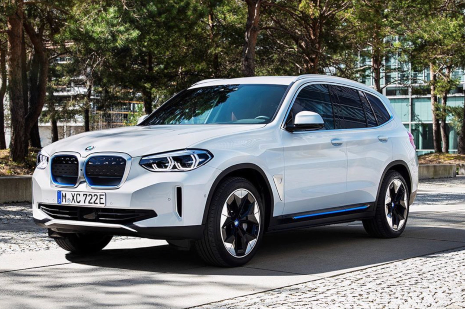 2021 BMW iX3 Elektro X3 SUV enthuellt Front