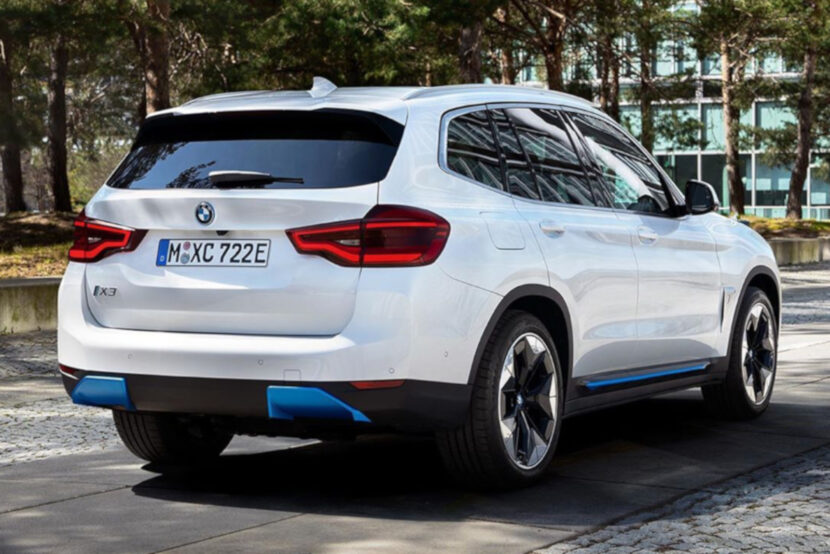 2021 BMW iX3 Elektro X3 SUV enthuellt Heck 830x554