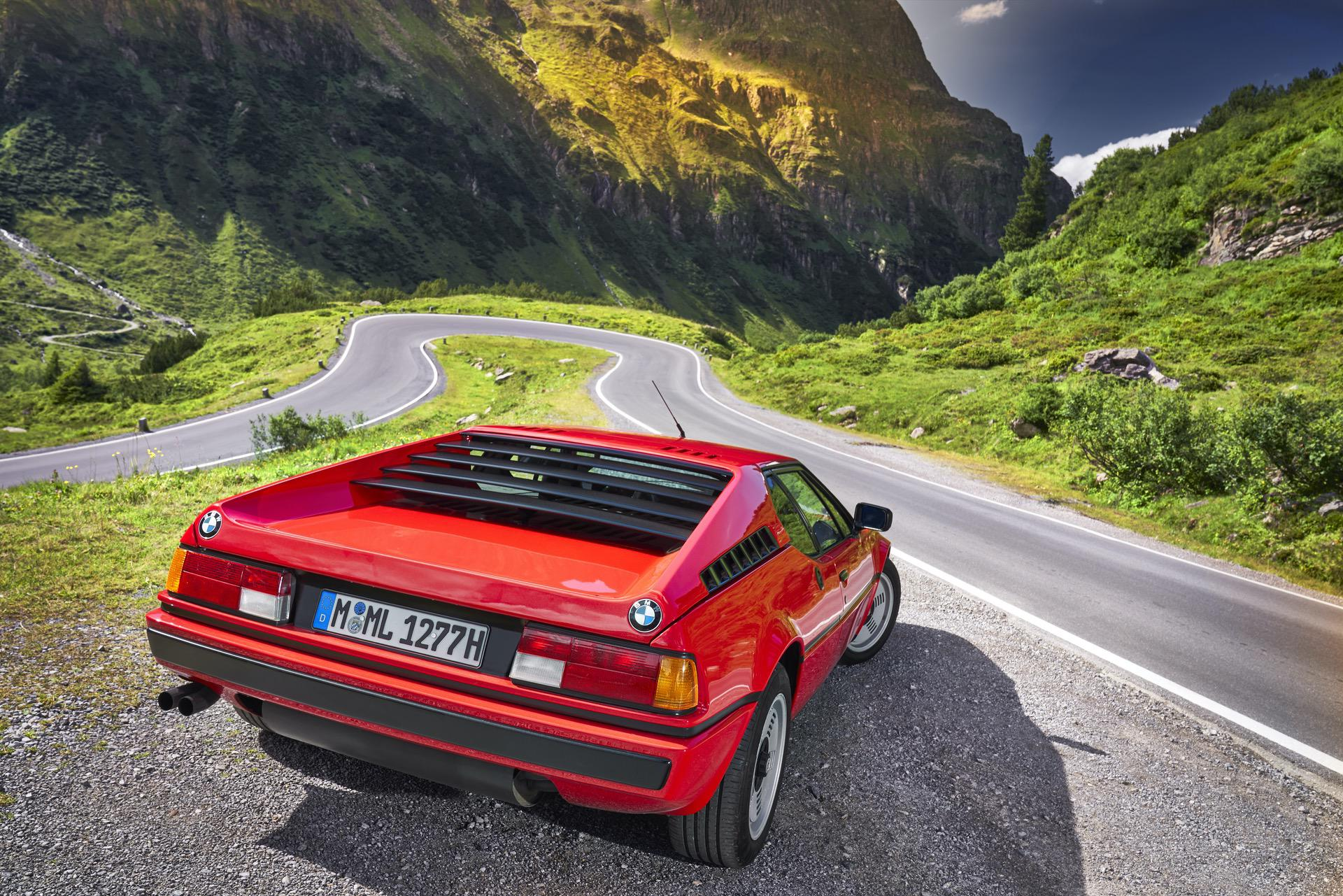 BMW M1 red supercar 17