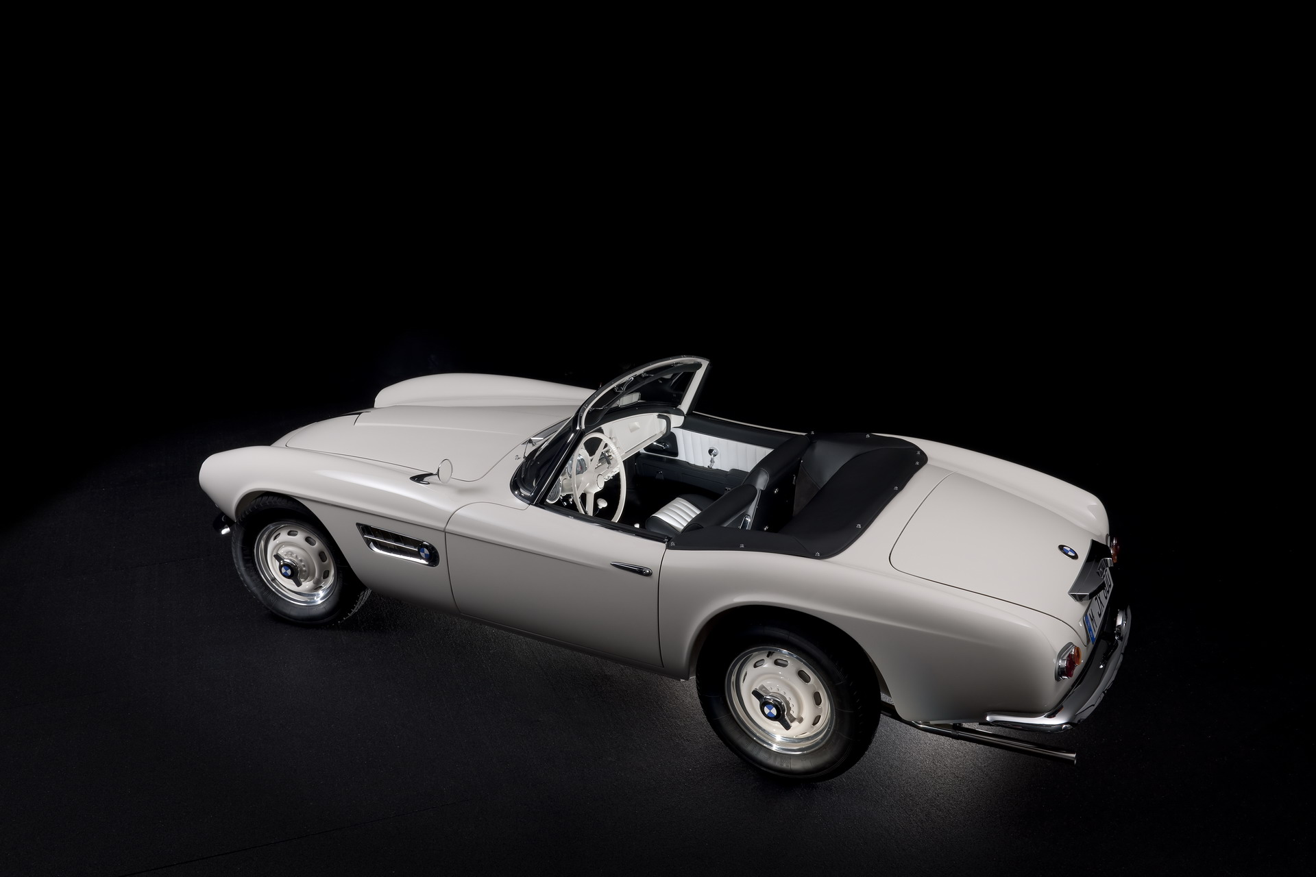 The restoration process of the BMW 507 of Elvis Presley 30