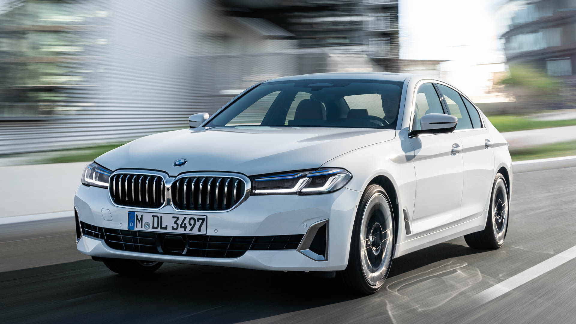 BMW 5 Series LCI vs Audi A6 8