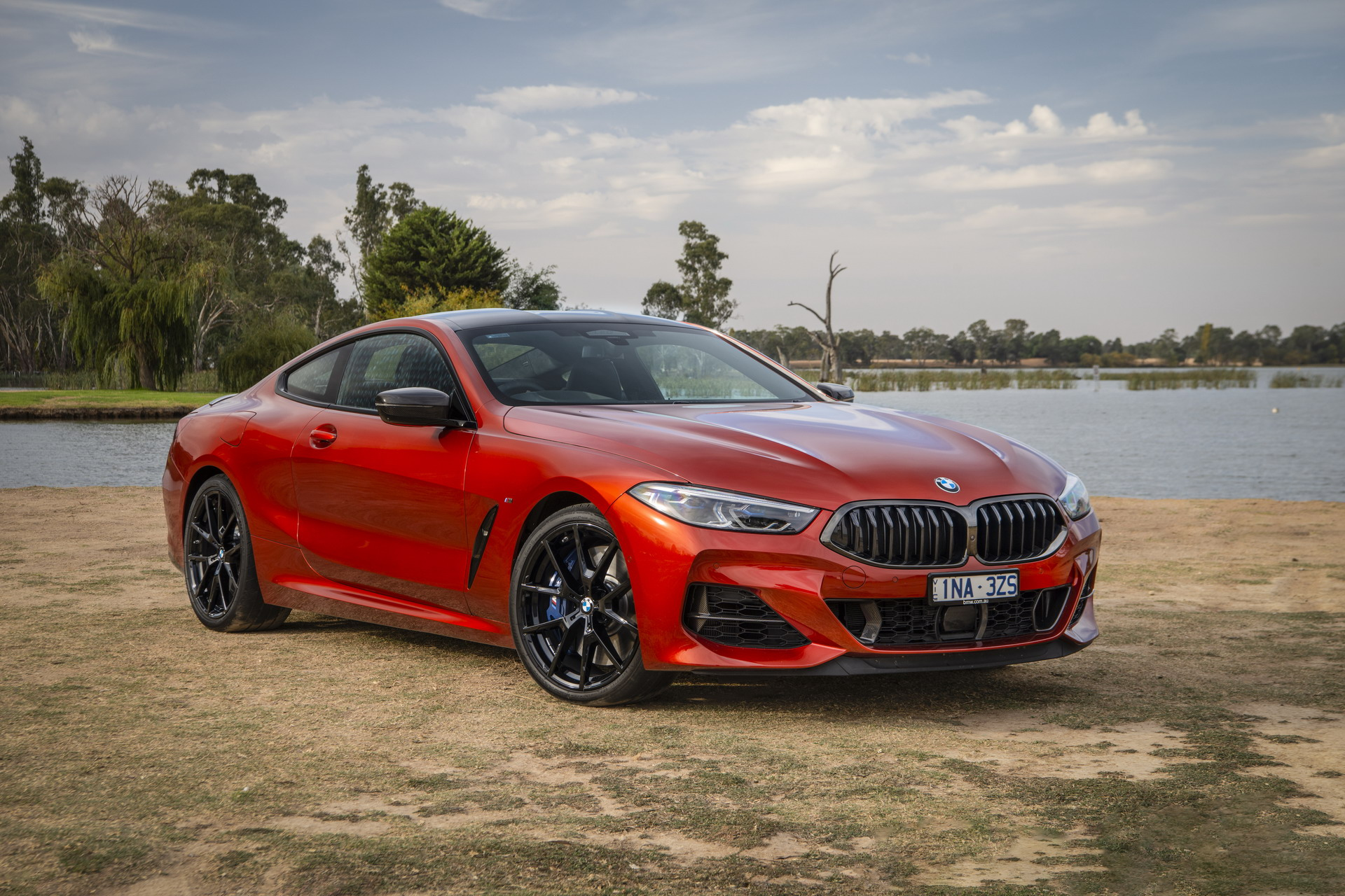 BMW M850i xDrive Coupe in Sunset Orange AU 58