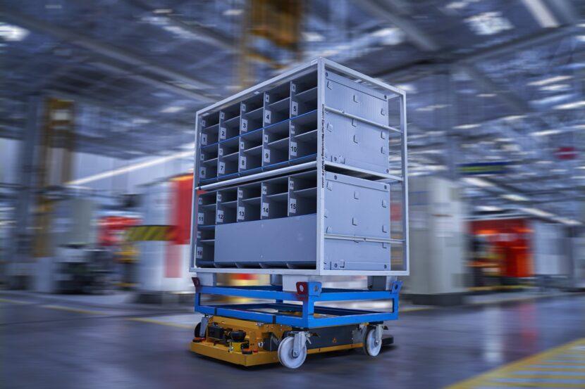 P90331117 highRes smart transport robo 830x553