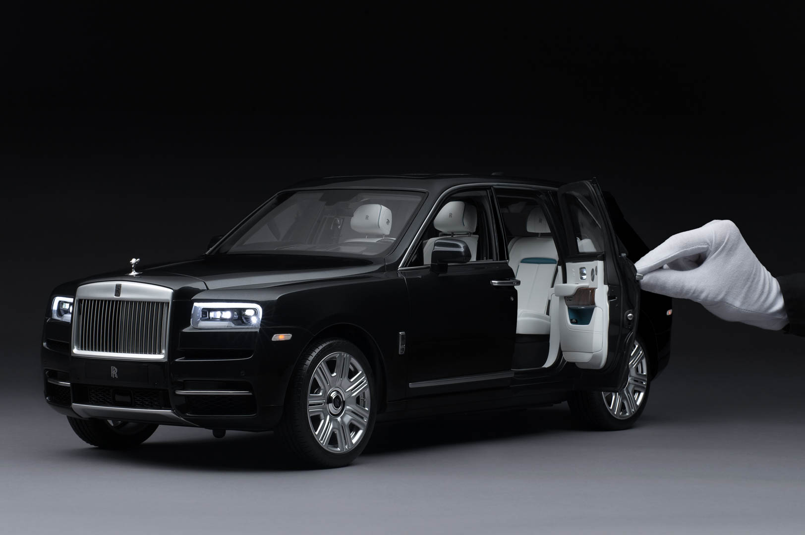 Rolls Royce Cullinan Replica 1
