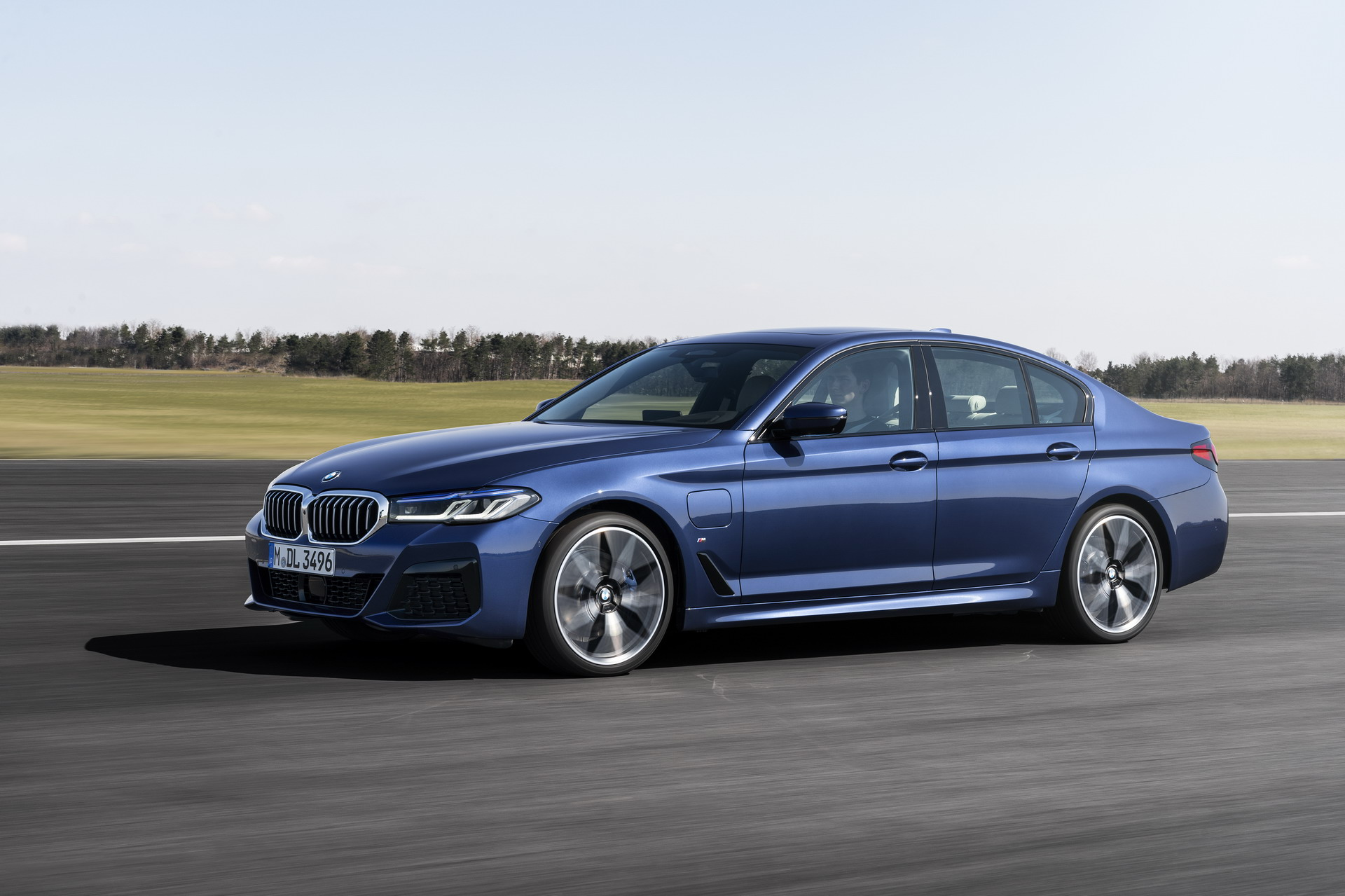 The New BMW 530e M Sport G30 LCI 47
