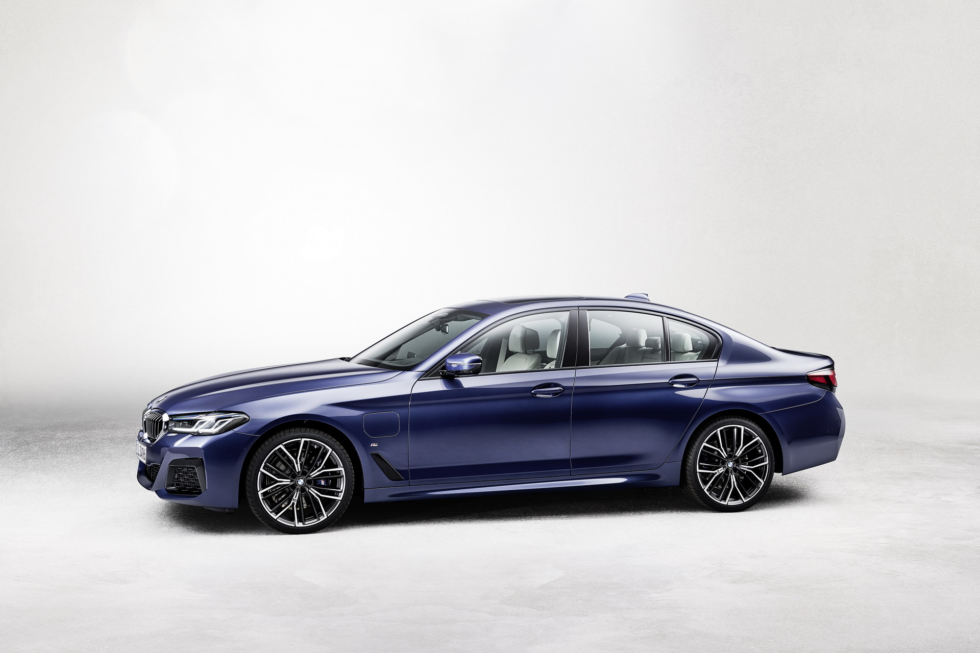 The New BMW 530e M Sport G30 LCI 55