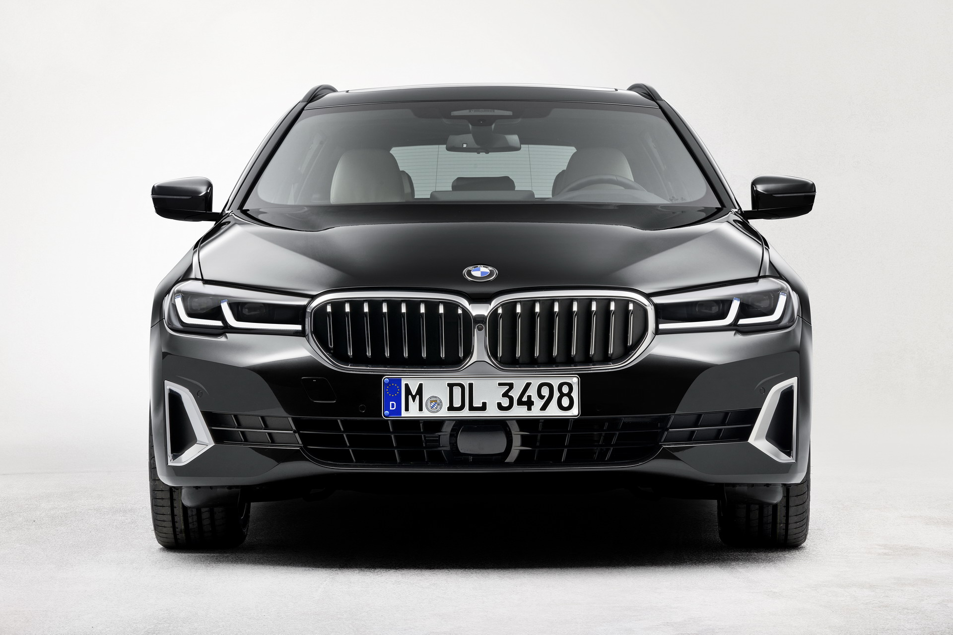 The New BMW 530i Touring Luxury Line G31 LCI 21