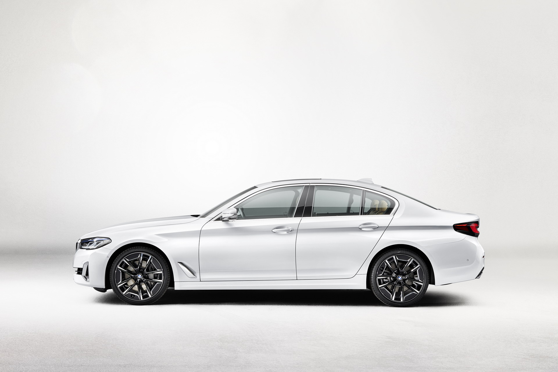 The New BMW 540i Luxury Line G30 LCI 12
