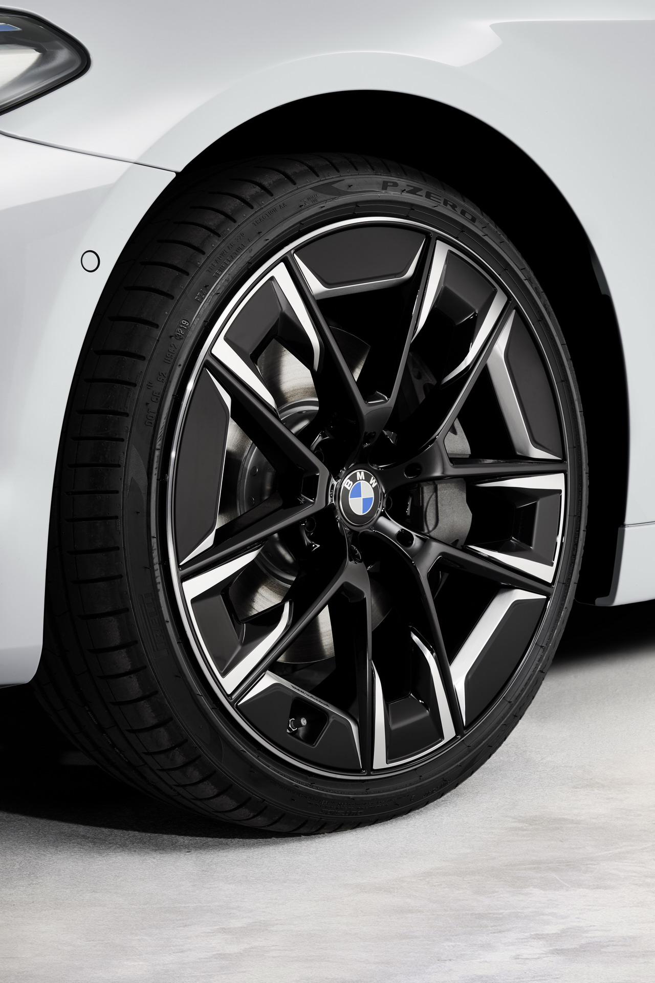 Bmw 5 Series Facelift New Individual Features Air Performance Wheels