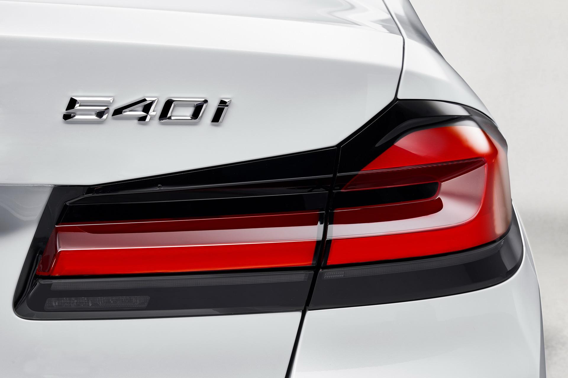 The New BMW 540i Luxury Line G30 LCI 19