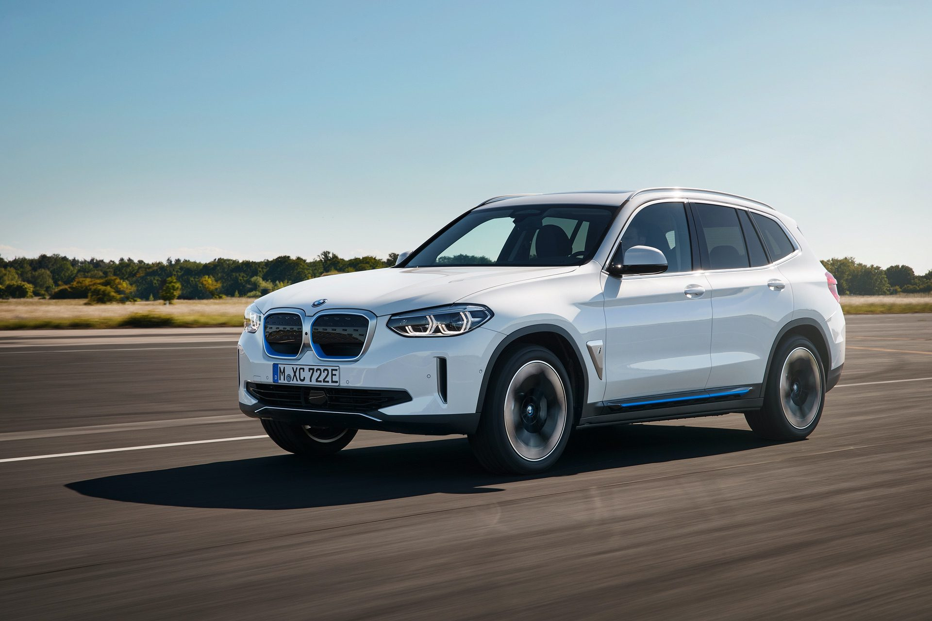 2020 BMW iX3 electric SUV 04