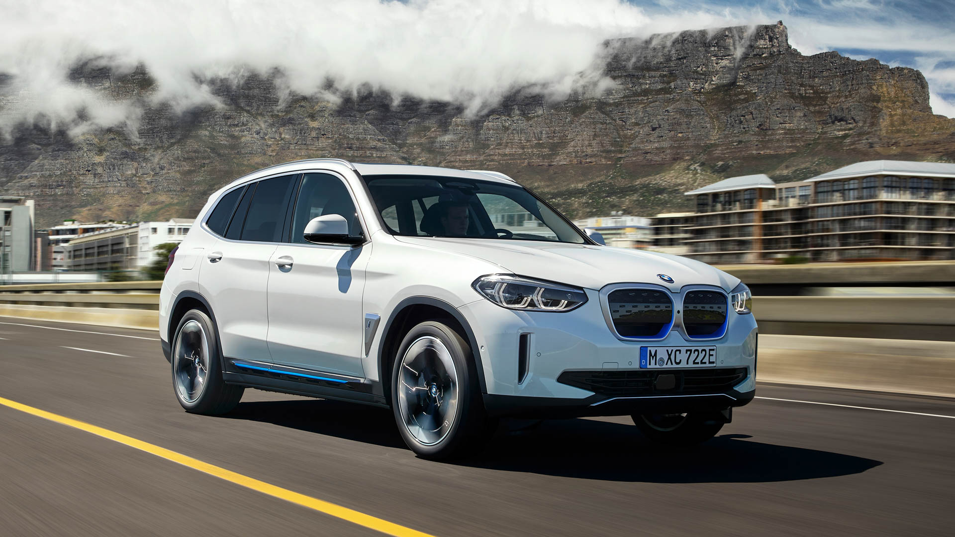 BMW iX3 vs Tesla Model Y 6