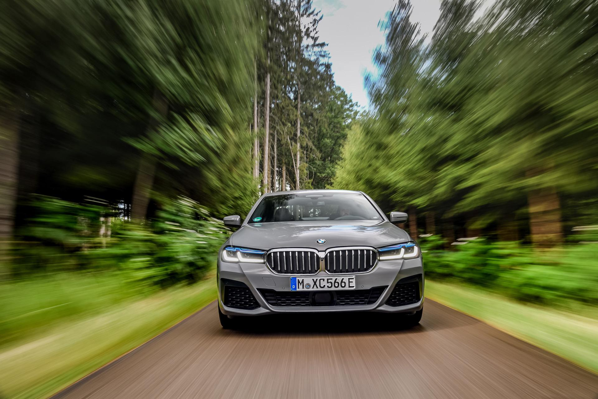 2020 BMW 545e test drive review 01