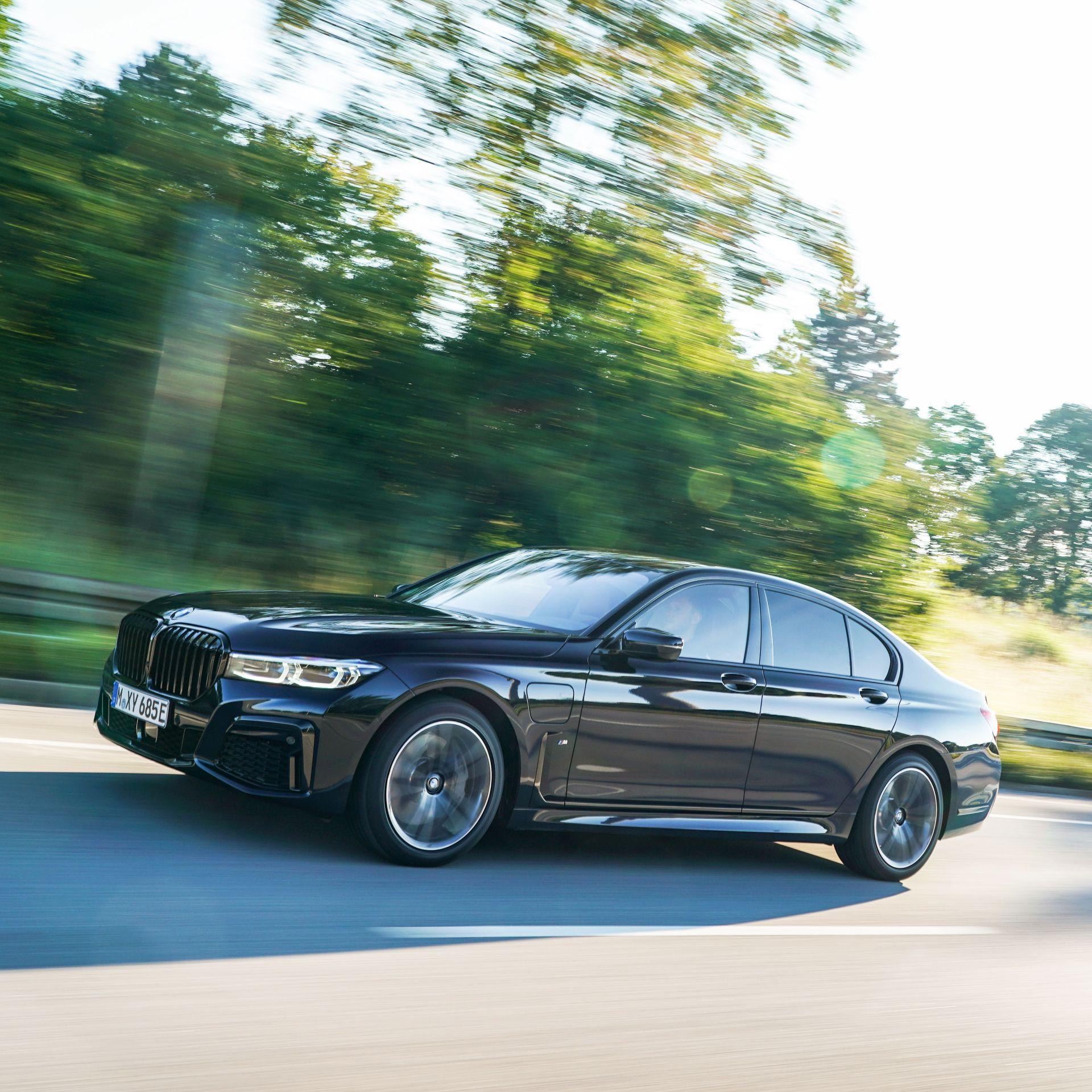 2020 BMW 745e 26