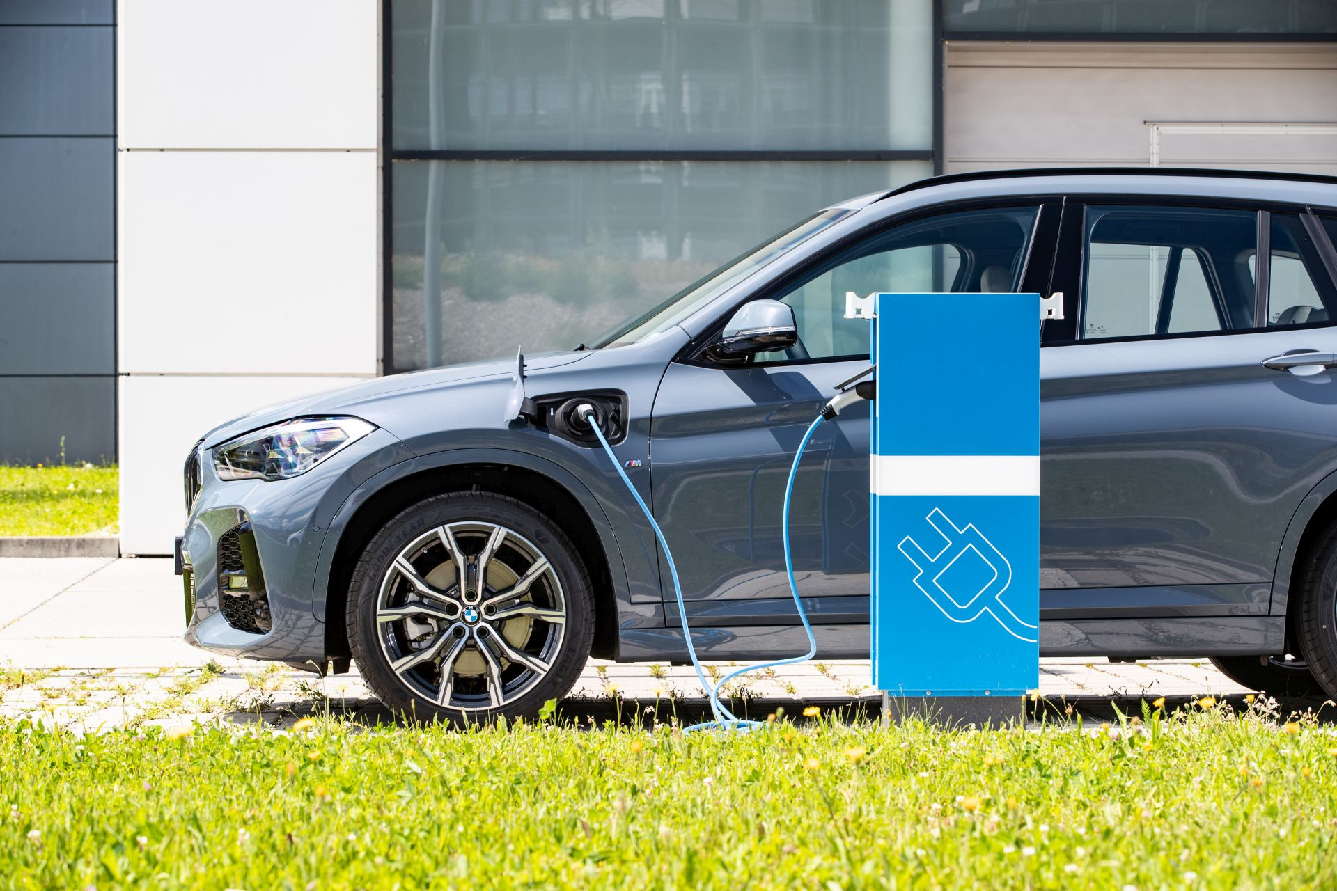 2020 BMW X1 xDrive25e 32