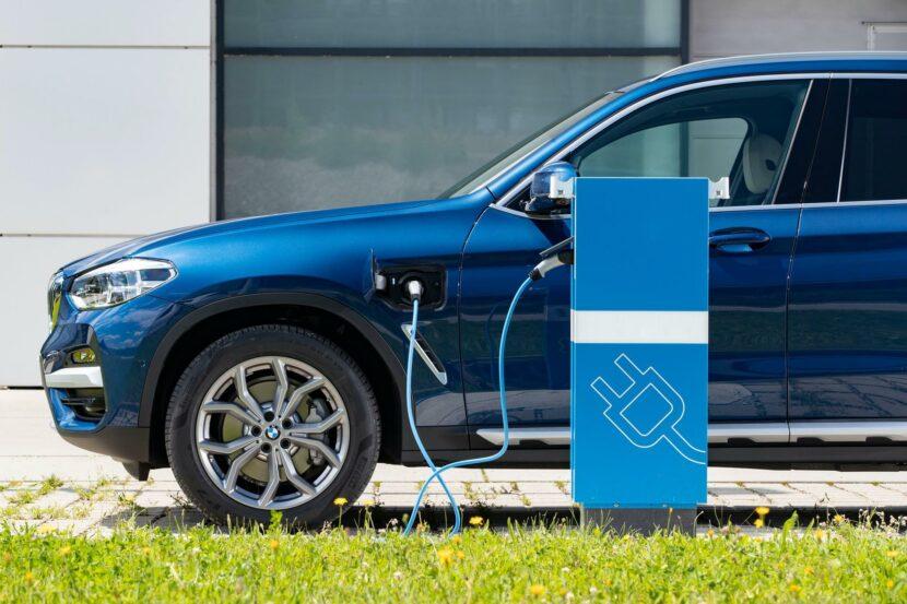 2020 BMW X3 xDrive30e hybrid 12 830x553