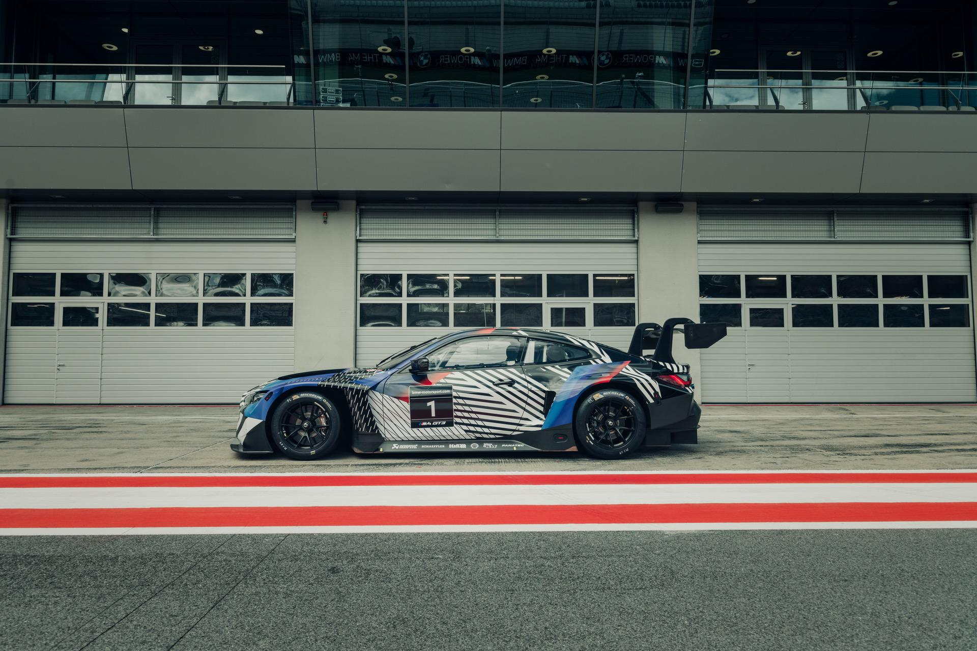 2020 - [BMW] M3/M4 - Page 19 BMW-M4-Coupe-and-BMW-M4-GT3-14