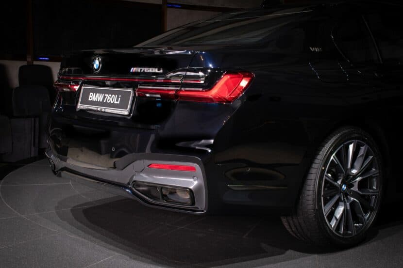BMW M760Li xDrive V12 G12 LCI in Carbon Black metallic 3 830x553