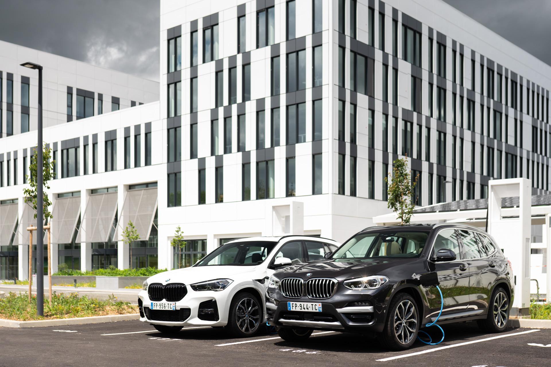 BMW X1 xDrive25e BMW X3 xDrive30e 00