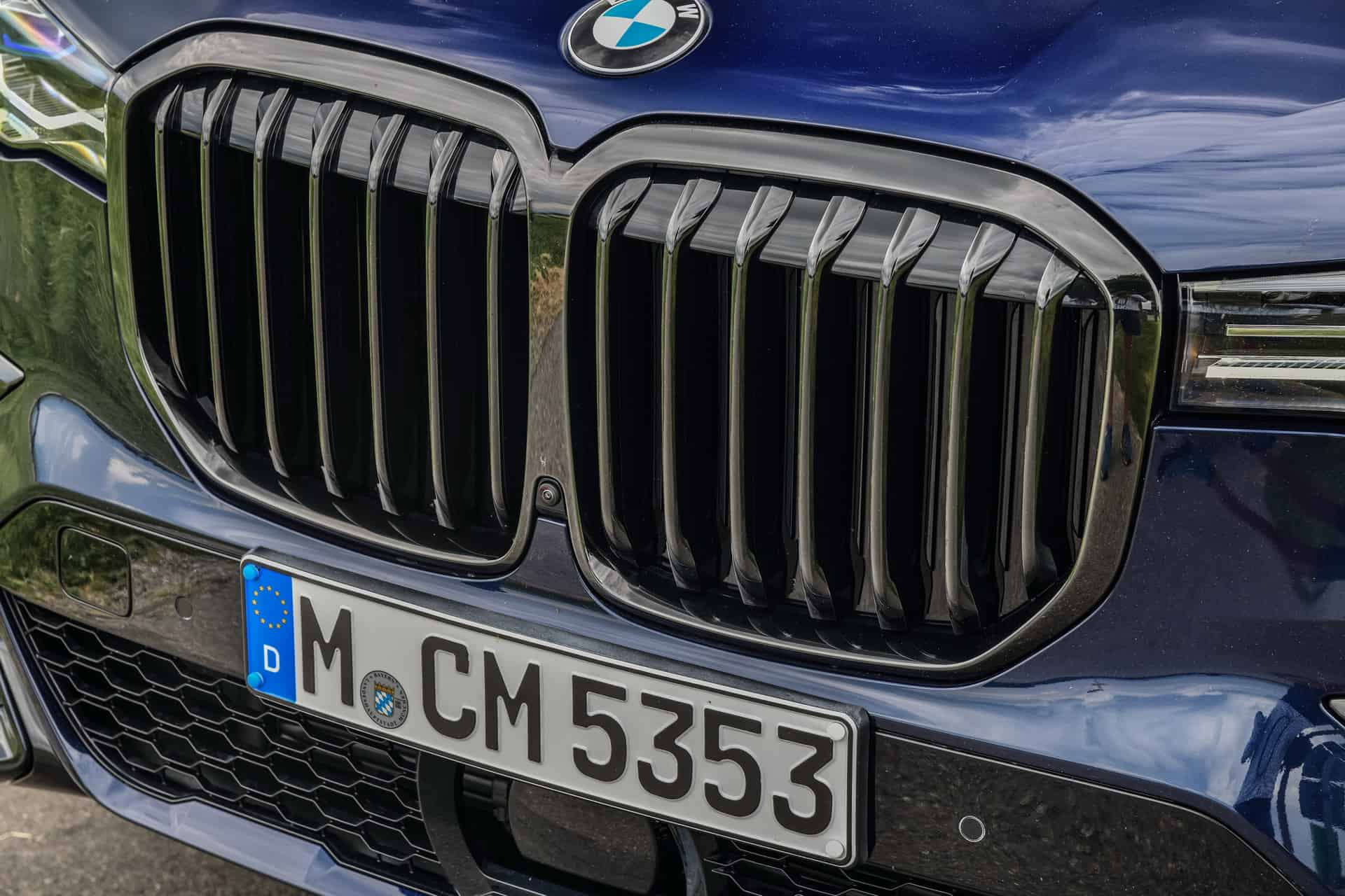 BMW X7 M50i Individual G07 in Tanzanite Blue 31