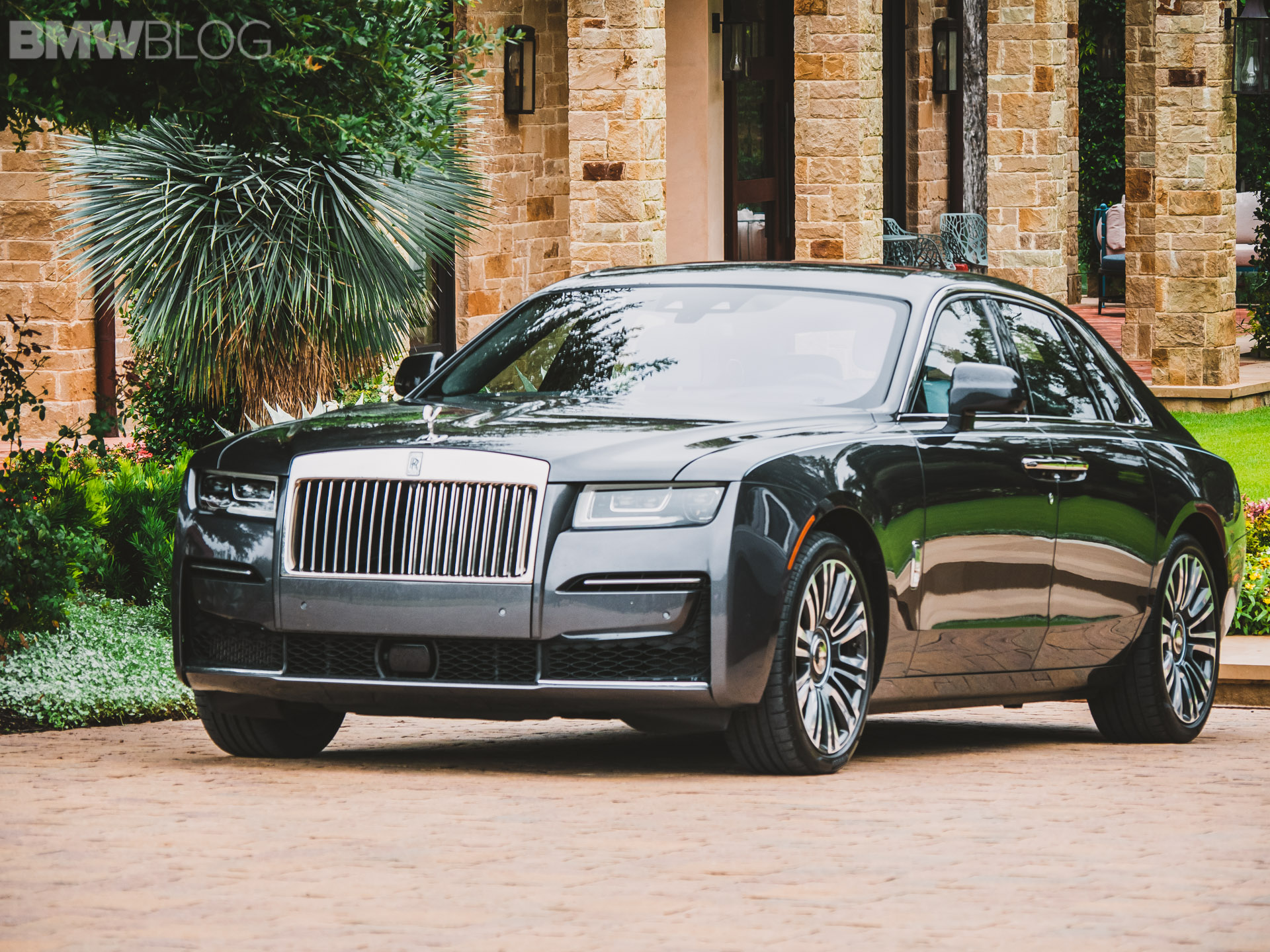 Video Can The Rolls Royce Ghost Be A Four Season Luxury Car Portal4cars