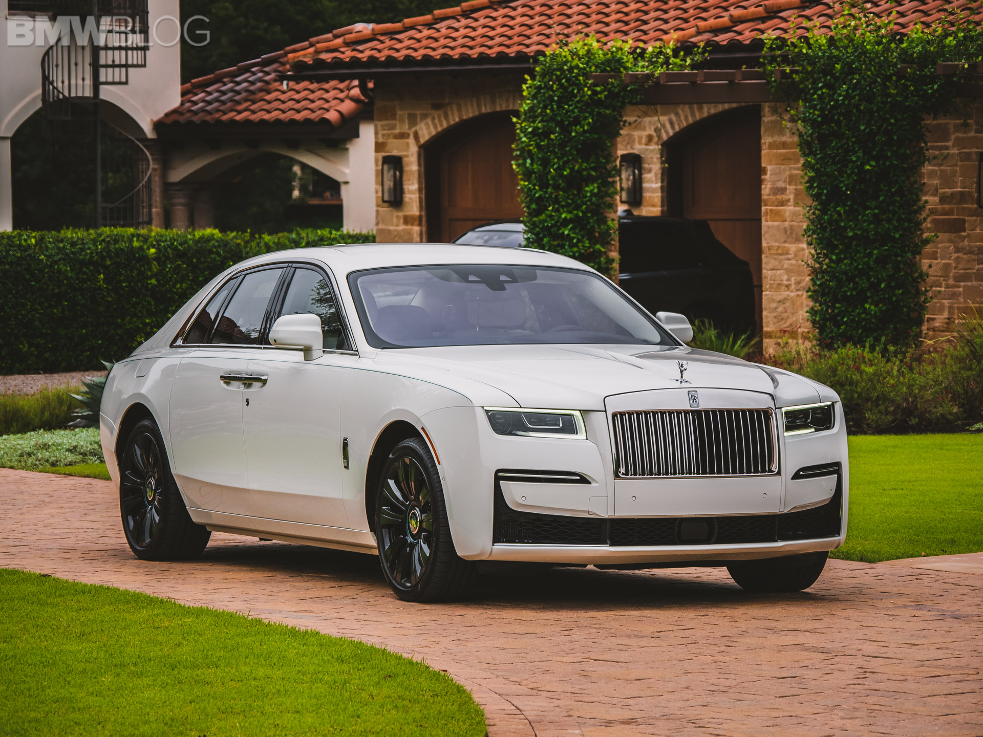 Video: Rolls-Royce Ghost goes for a drive in the UK