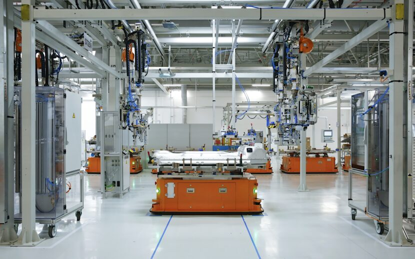 P90399469 highRes automated guided veh 830x518
