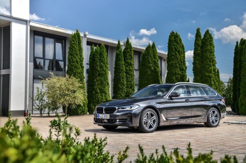 The new BMW 530e xDrive Touring G31 LCI 830x553