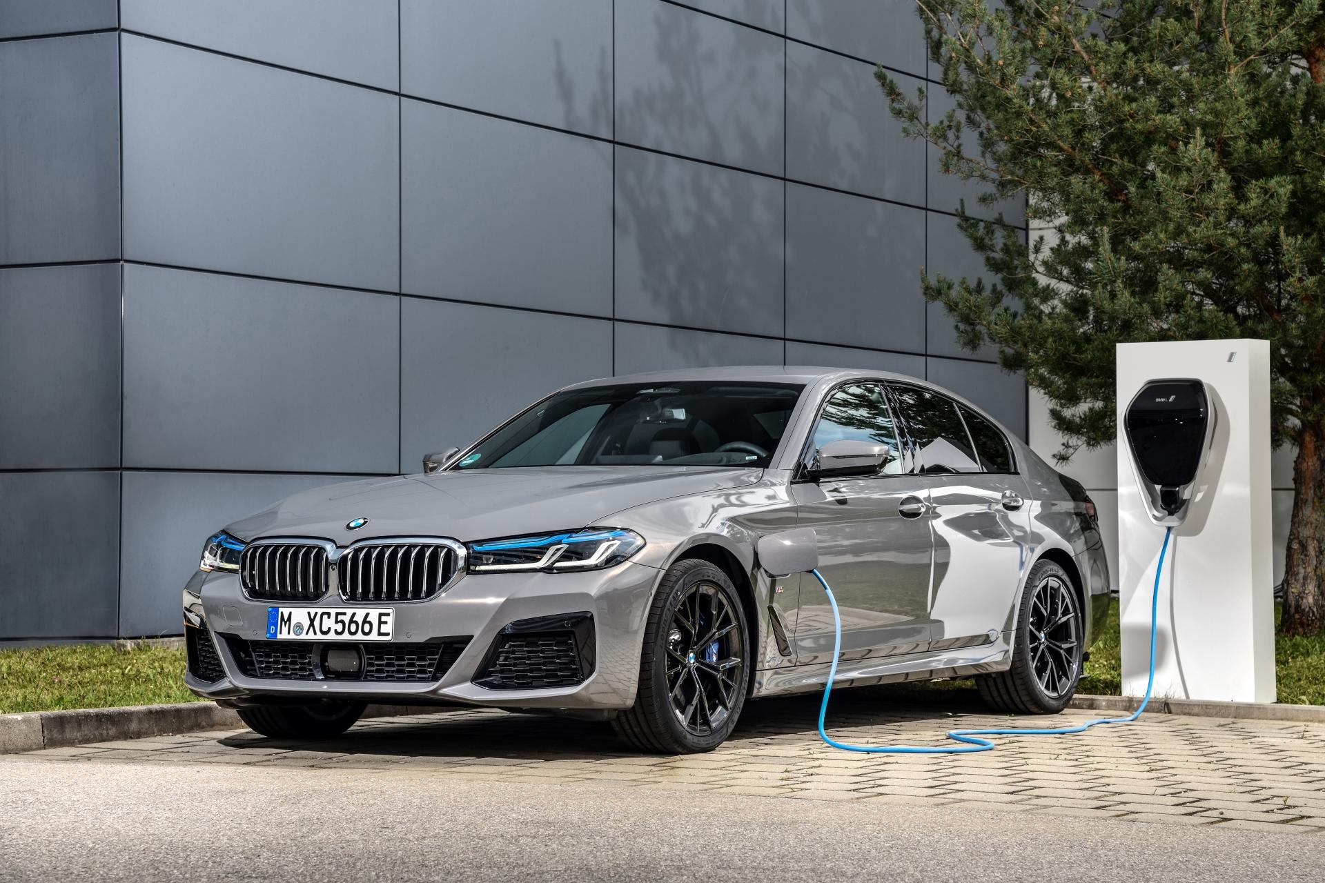 The new BMW 545e xDrive Sedan G30 LCI 1