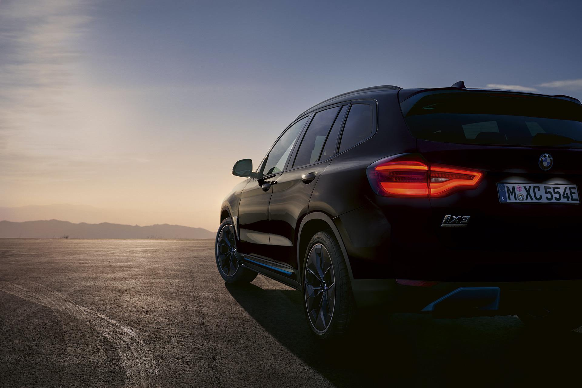 BMW launches the iX3 Premier Edition and Pro in Carbon Black