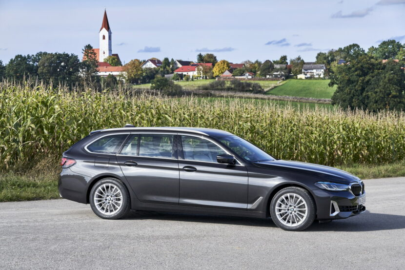2021 BMW 530d xDrive Touring LCI 15 830x553