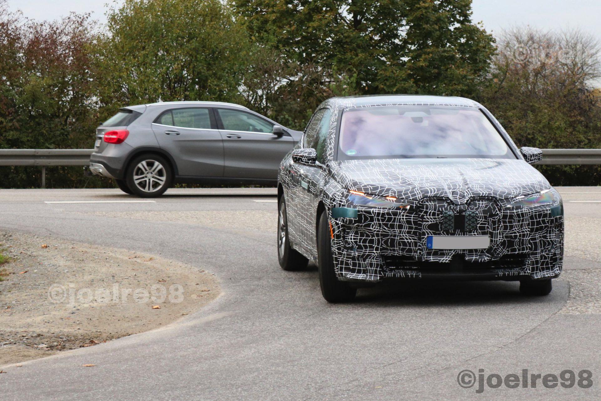 2021 BMW iNext electric 1