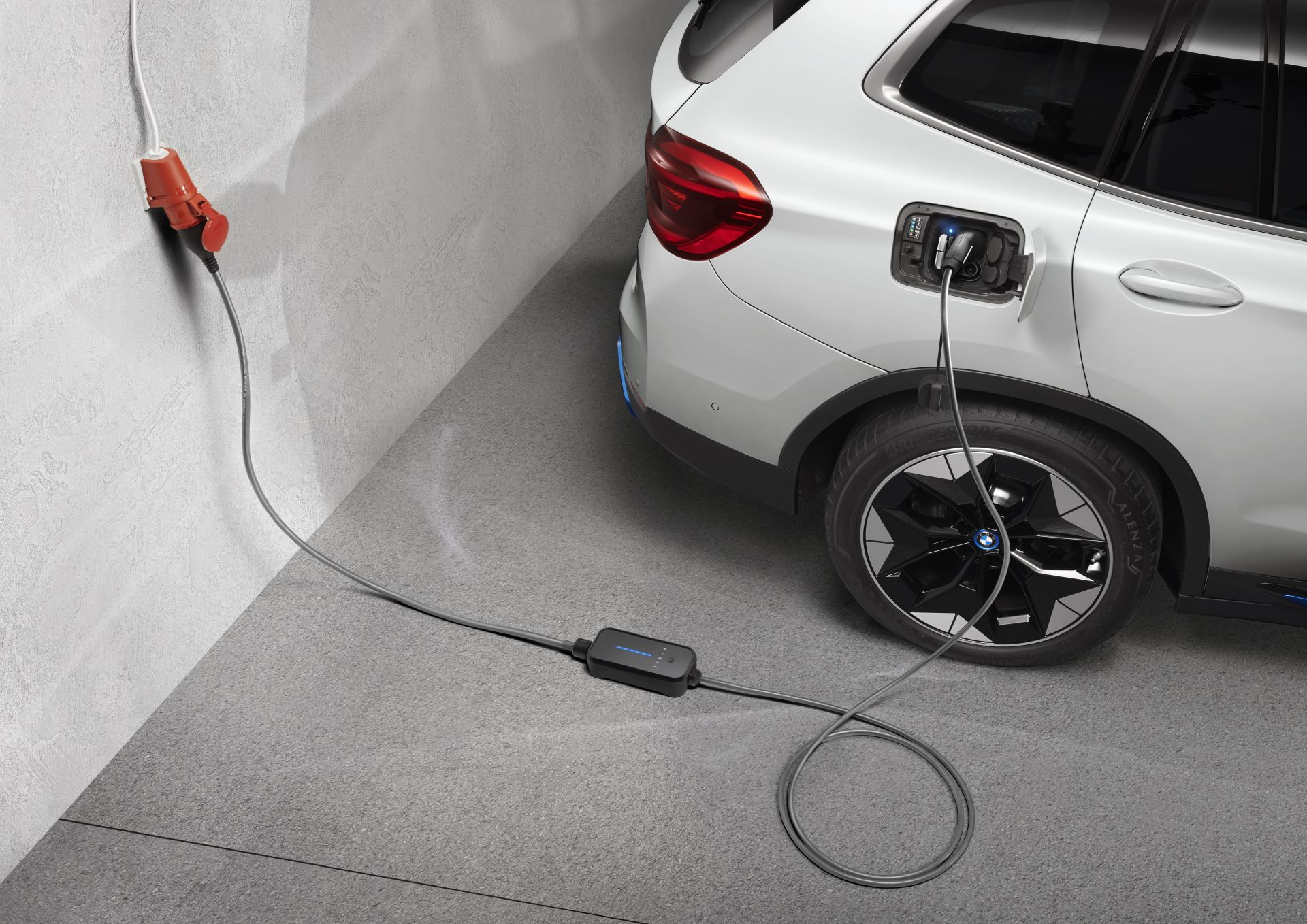BMW iX3 Services and charging 1