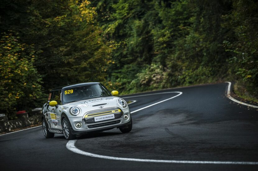 MINI Cooper SE Racing 4 830x552