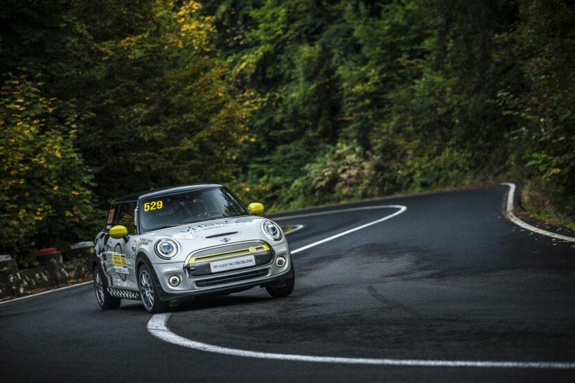 MINI Cooper SE Racing 4 830x553