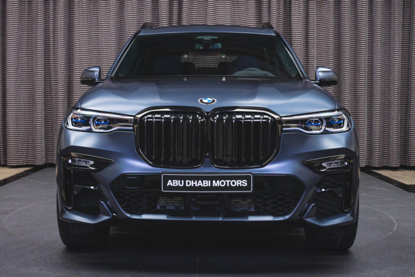 BMW X7 Dark Shadow Edition Frozen Arctic Grey G07 M Sport Abu Dhabi 02