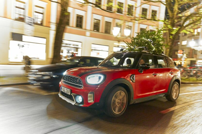 MINI Countryman Christmas Tree 50 830x553