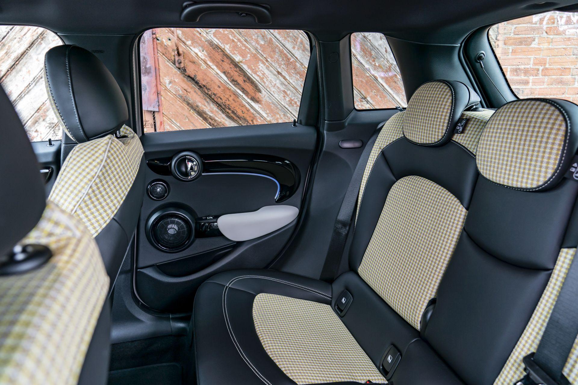 2021 MINI Hatch 4 door 18
