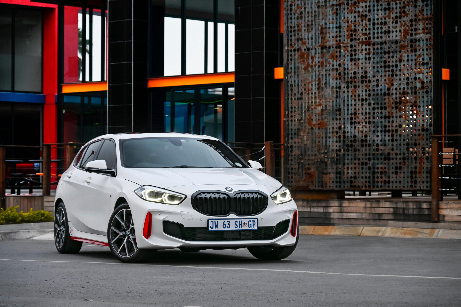 Видео: Джо Ахиллес рассматривает BMW 128ti 2021 года
