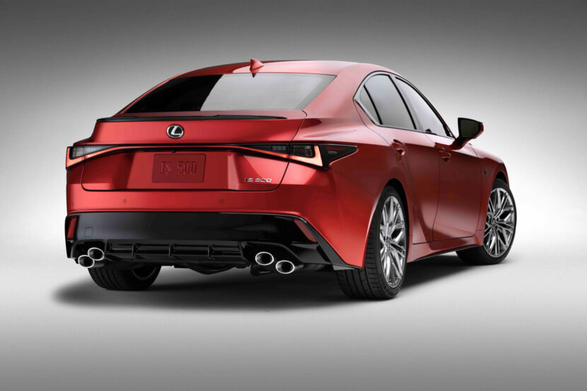 Lexus IS500 3 of 4 830x553