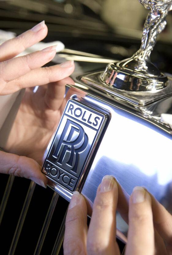 Rolls Royce Spirit of Ecstasy 1 562x830