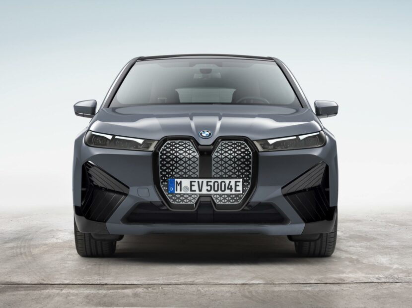 BMW iX xDrive50 10 830x622