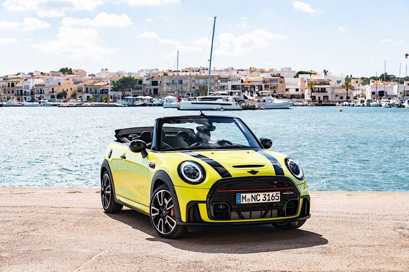 MINI JCW Convertible Facelift P90418448 highRes the mini john cooper 830x553