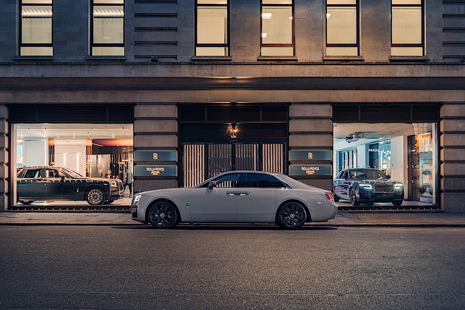 Rolls Royce Mayfair Dealership P90419568 hero