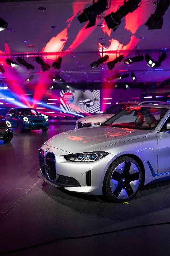 BMW i4 m Sport Silber 00553x830