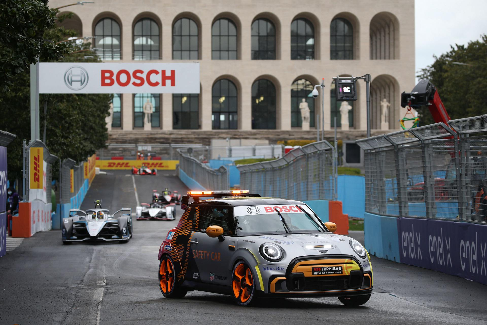 mini pacesetter safety car 09