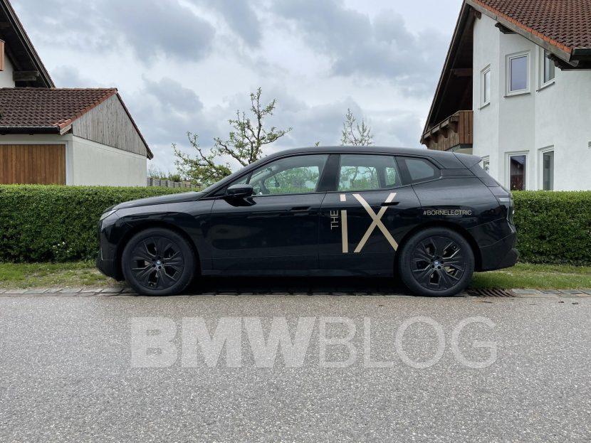 bmw ix black color 04 830x623