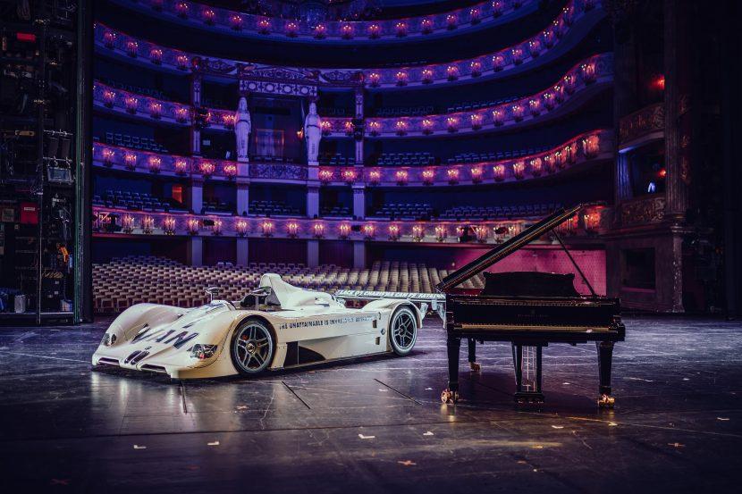 Video: BMW V12 LMR Art Car steps up on the Munich Opera House stage