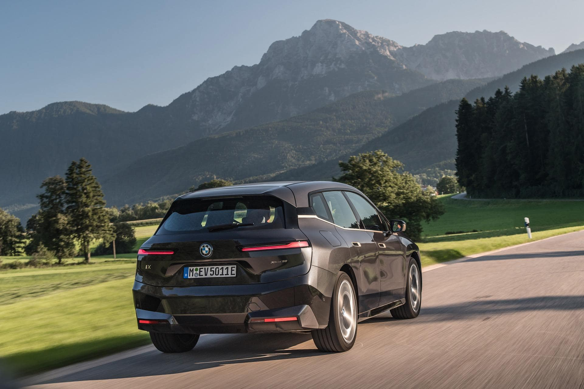 TEST DRIVE: 2022 BMW iX xDrive50 – The Bavarian Magic Carpet